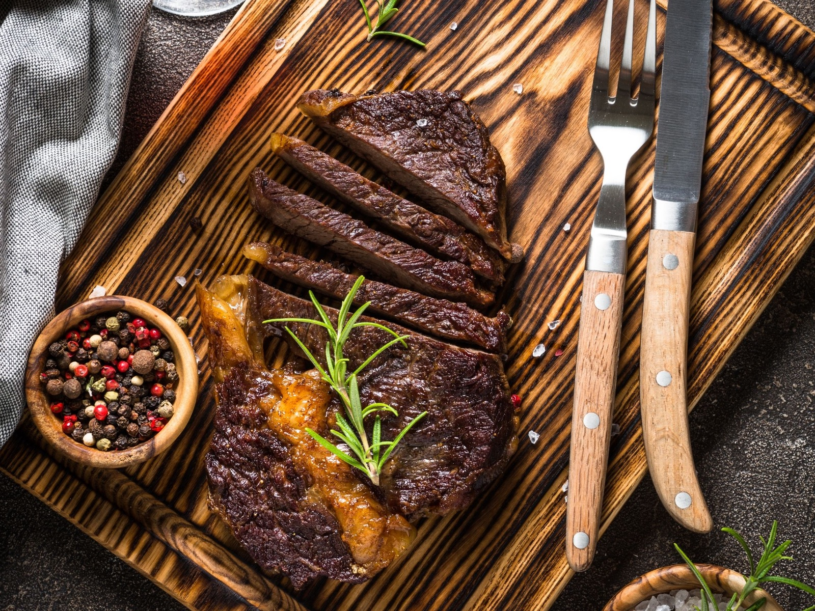 How To Cook Steak Perfectly Without A Meat Thermometer - Medium Well Steak - Beck & Bulow